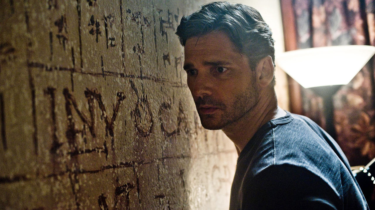 3032455-poster-p-1-delvier-us-eric-bana-looking-at-the-wall