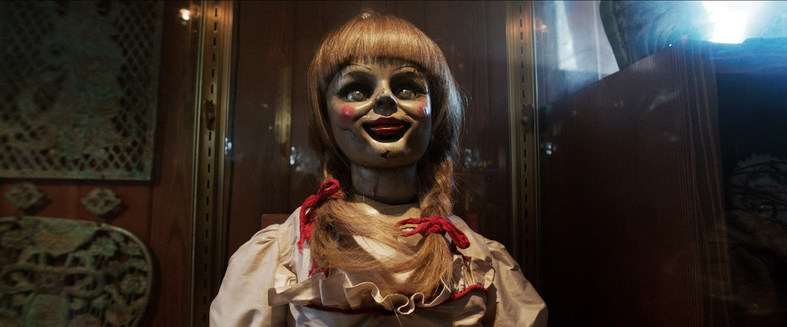 the-conjuring-annabell-the-doll-face-glass-case