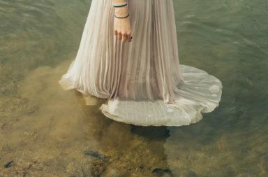 1-bride-in-deep-water